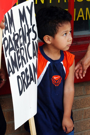 "Globe/T. Rob Brown<br /> Melvin Alexander, 4, of Southwest City, holds up a sign that reads, ""I am my parents' American dream,"" as a group of immigrants prepare for a march in downtown Noel Monday afternoon, May 1, 2006.<br /> Section: News"