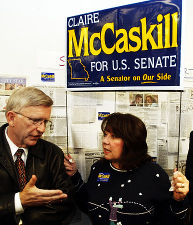 Globe/T. Rob Brown<br /> Supporters of Claire McCaskill for senator, Linda Weaver of Joplin holds a McCaskill sign over her head as she speaks with Frank Dunnick of Girard, Kan., as they wait for McCaskill to arrive at the Jasper County Democrats headquarters on Main Street in Joplin Wednesday night, Nov. 1, 2006.<br /> Section: News