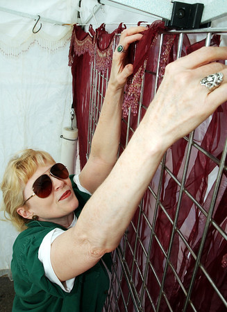 Globe/T. Rob Brown<br /> Barbara Lea Wright of Lakeview, Ark., sets up her pavillion in preparation for the annual Webb City Mining Days near the amphitheater near King Jack Park Thursday afternoon, Sept. 28, 2006.<br /> Section: News