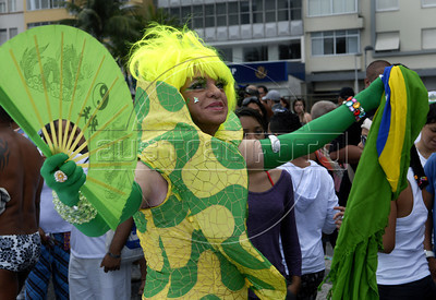 A drag-queen participates at the 16th. Gay Pride Parade in Copacabana beach, Rio de Janeiro, Brazil, October 9, 2011. (Austral Foto/Renzo Gostoli)