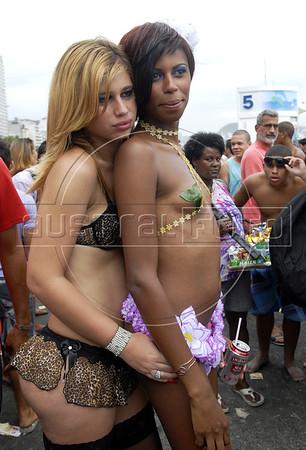 A couple takes part at the 16th. Gay Pride Parade in Copacabana beach, Rio de Janeiro, Brazil, October 9, 2011. (Austral Foto/Renzo Gostoli)