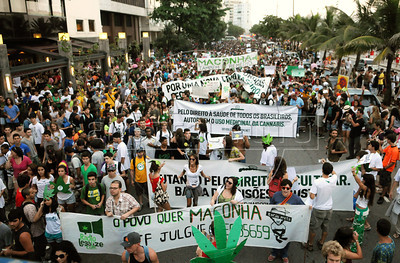 People protest for the legalization of marijuana during the Marijuana March at Ipanema beach, Rio de Janeiro, Brazil, May 5, 2012. About 5000 people participate at protest.(Austral Foto/Renzo Gostoli)