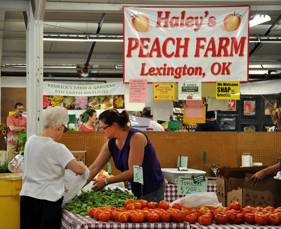 Haley's Peach Farm seller Tina Skinner assists a customer with a purchase on Saturday. Julie Bragg/ The Transcript