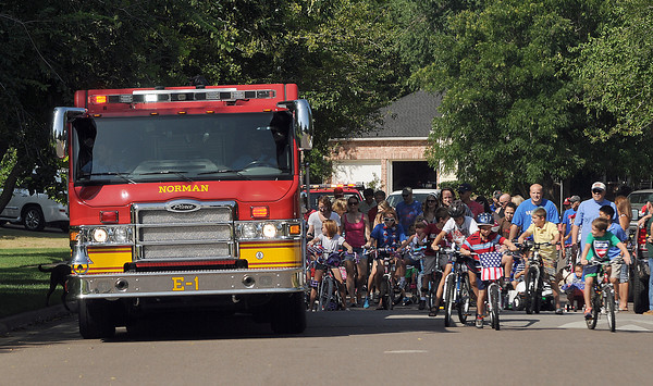 Engine 1 leads the Vineyard neighborhood parade. Jerry Laizure / The Transcript