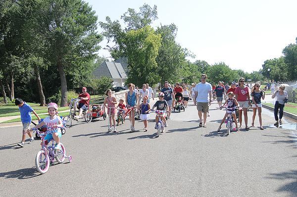 Vineyard neighborhood 2012 4th of July parade.  Jerry Laizure / The Transcript