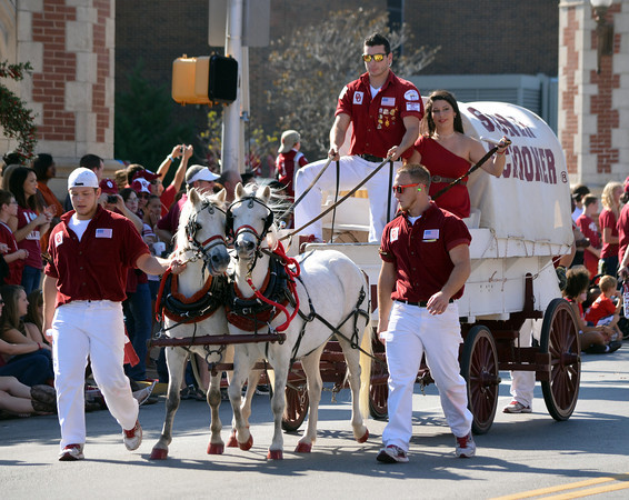 Members of the OU Ruf/Neks walk down Biyd St.  Saturday during the University of Oklahoma homecoming parade.<br /> Kyle Phillips/The Transcript