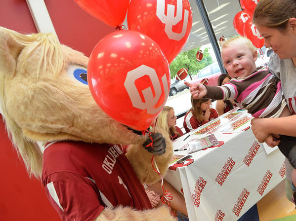 Denver Baker meets Boomer Satuday afternoon at Shoe Carnival in Moore.  The event included autographs from OU Cheerleaders, a raffle and a chance to meet the Sooner mascot.<br /> Kyle Phillips/The Transcript