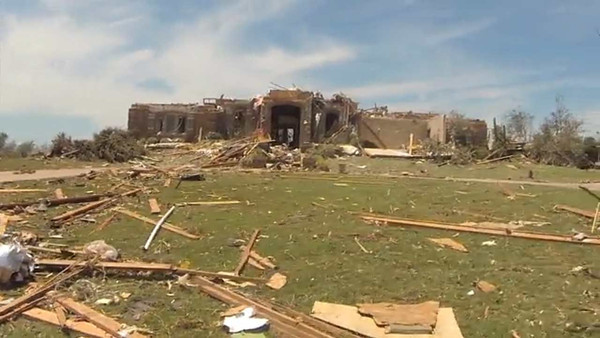 A driving-by look at the damage through Moore