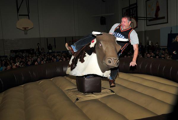 Cleveland Elementary principal rides bull