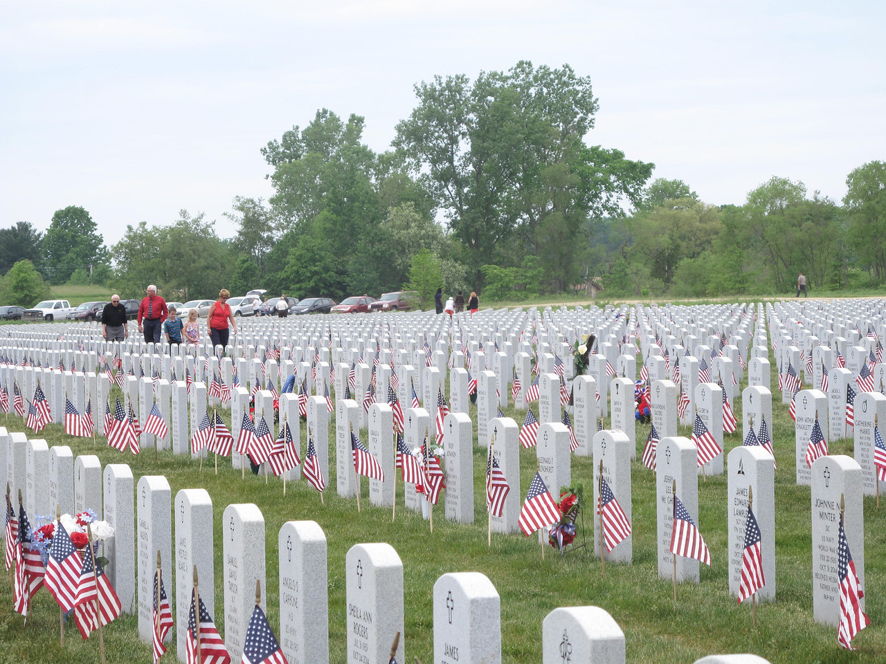 ELIZABETH DOBBINS / GAZETTE Families wander the graves at Ohio Western Reserve National Cemetery in Rittman Sunday afternoon.