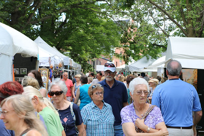 LUCAS FORTNEY / GAZETTE Visitors crowd into Public Square in Medina on Sunday for the Medina County Art League's 44th Art in the Park art show and sale.