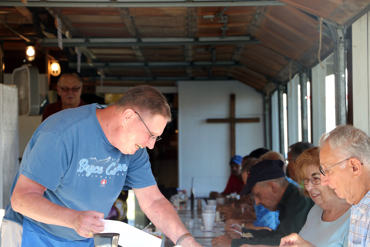 LUCAS FORTNEY / GAZETTE The Methodist Restaurant is staffed by volunteers from the Brunswick United Methodist Church and surrounding communities.