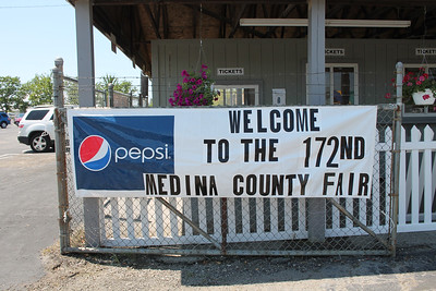 LAWRENCE PANTAGES / GAZETTE A banner welcomes visitors to the 2017 Medina County Fair that opens today.