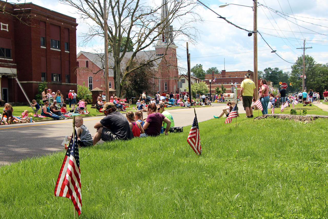 HALEE HEIRONIMUS / GAZETTE Hundreds of people line Main Street in Seville for the Memorial Day parade Monday afternoon.