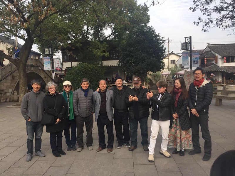 After the opening of the exhibition, the group went to the beautiful Feng Jing, near Shanghai, for a painting trip