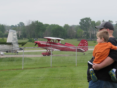 LYDIA MAINZER / GAZETTE Andrew Allen and his son, Troy, 3, came out from Canton to watch the planes flying-in.