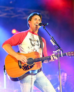 Aaron Josefczyk / Gazette Jake Owen performs at the Medina County Fair.