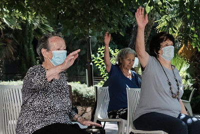 COVID-19: DAILY LIFE: Qigong in Jerusalem