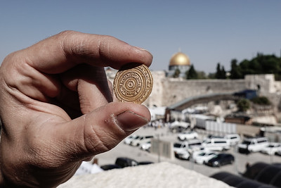 Small Gold Treasure Uncovered in Jerusalem