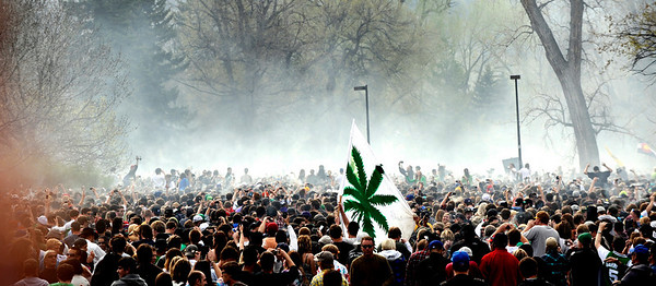 An estimated 12,000 to 15,000 people all exhale marijuana smoke as the clock hit 4:20pm during the 4/20 event on Norlin Quad at the University of Colorado in Boulder, Colorado April 20, 2010.  CAMERA/Mark Leffingwell
