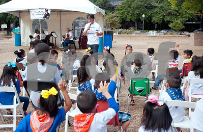 photo by Sarah A. Miller/Tyler Morning Telegraph   East Texas Symphony Orchestra conductor Richard Lee asks preschoolers from Niños de Promesa is they know the names of orchestra instruments Friday during a concert on the square in downtown Tyler.