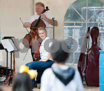photo by Sarah A. Miller/Tyler Morning Telegraph   East Texas Symphony Orchestra members Dwight Anderson, on cello, and violist Emily Williams perform for preschoolers from Niños de Promesa Friday on the square in downtown Tyler.
