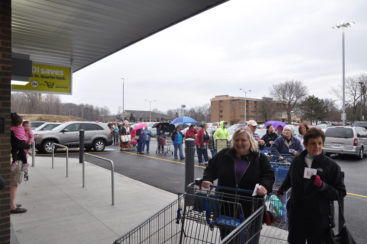 ASHLEY FOX / GAZETTE Customers make their way into the new ALDI store located on Park Center Drive. The line for the grand opening event was formed at 5:30 Thursday morning. The line filed to Park Center Drive toward The Galaxy.