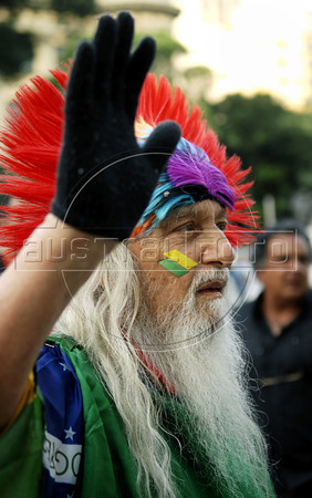 An elderly man shouts slogans during a protest against corruption, following recent scandals which include the dismissal of four ministers,in Rio downtown, Rio de Janeiro, Brazil, september 20, 2011. (Austral Foto/Renzo Gostoli)