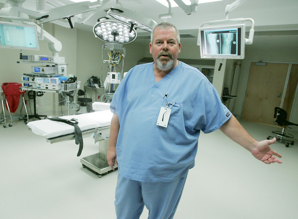 Globe/Roger Nomer<br /> Dr. Chris Newby, director of Perioperative Services at Mercy Hospital, talks about the features of the new operating rooms.