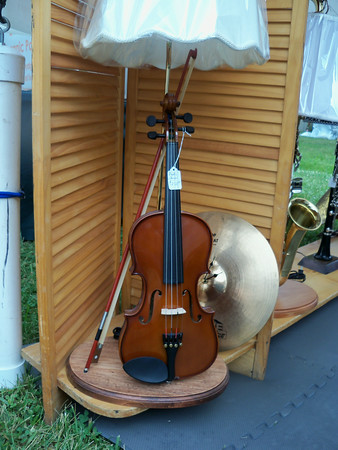 DENISE FEDOROW   THE GOSHEN NEWS<br /> This lamp madeusing a violin by artist John Parker, a first-place ribbon winner in the AmishAcres Arts&Crafts Festival is mounted on a base so it can be taken off andstill played.