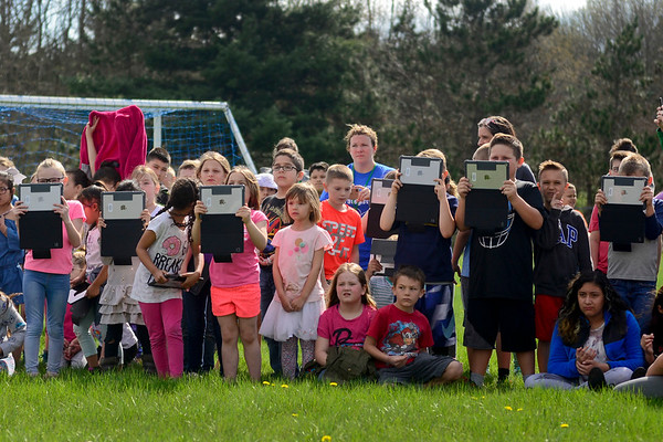 BEN MIKESELL | THE GOSHEN NEWS<br /> Students from Ox Bow Elementary School get ready to record the weather balloon launch by Elizabeth King's fourth-grade class.
