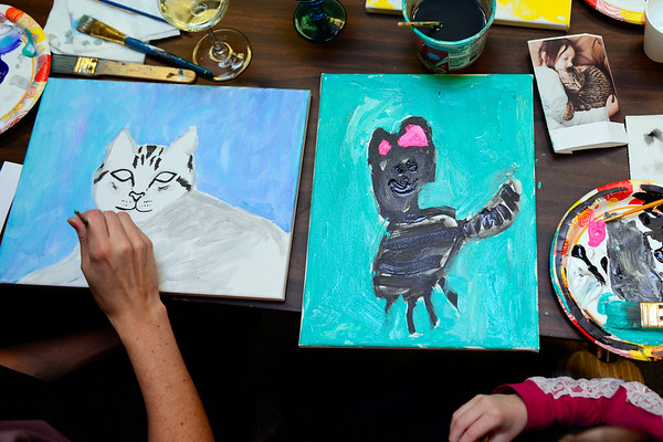 BEN MIKESELL   THE GOSHEN NEWS<br /> Sarah Archer and her daughter Hayley, 5, of Goshen paint together Thursday during Pet Portrait Day at Home Again Consignment. Hayley painted a picture of her cat, Tiger Lily, that her family adopted before Christmas last year.