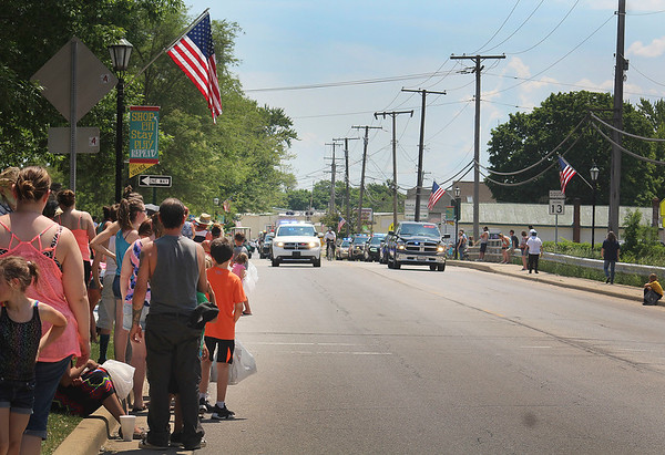 JULIE CROTHERS BEER | THE GOSHEN NEWS<br /> Parade attendees watch as the Memorial Day parade kicks off in Syracuse on Monday.