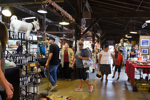 BEN MIKESELL | THE GOSHEN NEWS<br /> Customers peruse through the aisles Saturday morning at the Goshen Farmer's Market.