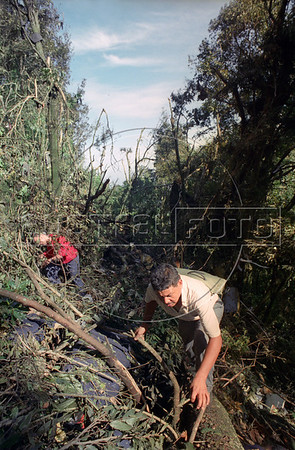 The remains and rescue efforts of the Aviateca Airlines Boeing 737, which crashed into the Chichontepec volcano Aug. 9, 1995 in El Salvador on a flight from Miami. All 65 on board were killed. (Australfoto/Douglas Engle)