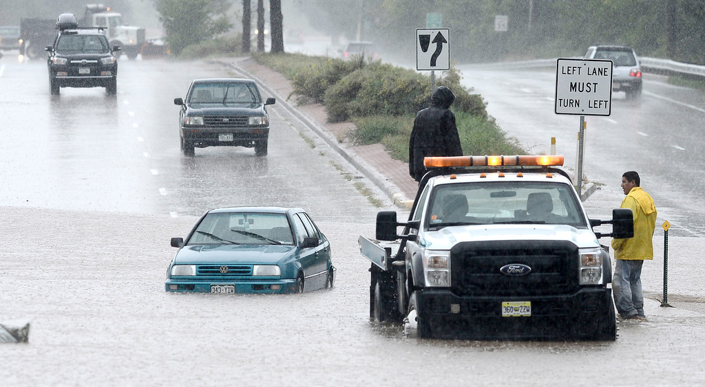 . Tow crews work to get stranded cars from South Boulder Road after heavy rains caused flooding in Boulder, Colorado September 12, 2013. BOULDER DAILY CAMERA/ Mark Leffingwell