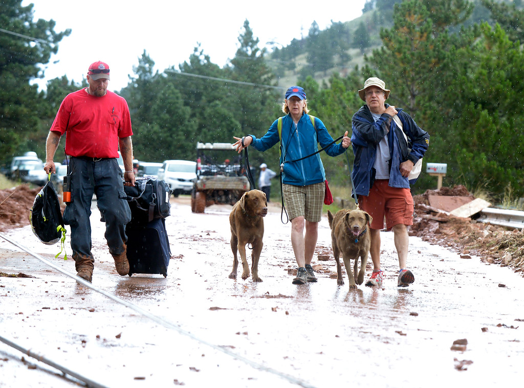 . Anita and Art Powner evacuate with their dogs Zypher and Lexus on Saturday, Sept. 14, on Olde Stage Road in Boulder. For more photos and video of the flood rescue go to www.dailycamera.com Jeremy Papasso/ Camera