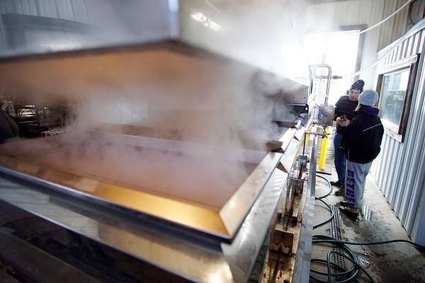 Boiling sap at Holiday Brook Farm - 031817
