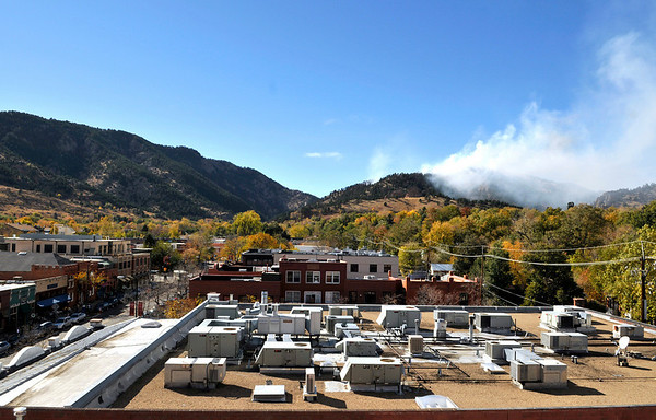 View of the Dome Fire west of Boulder from downtown on Friday, Oct. 29, 2010.<br /> Cameron Redwine/ Camera