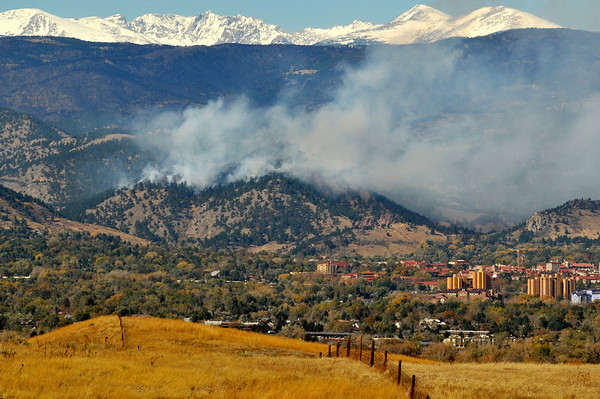 Smoke from the Dome Fire covers the foothills west of Boulder on Friday, Oct. 29, 2010.<br /> Cameron Redwine/ Camera