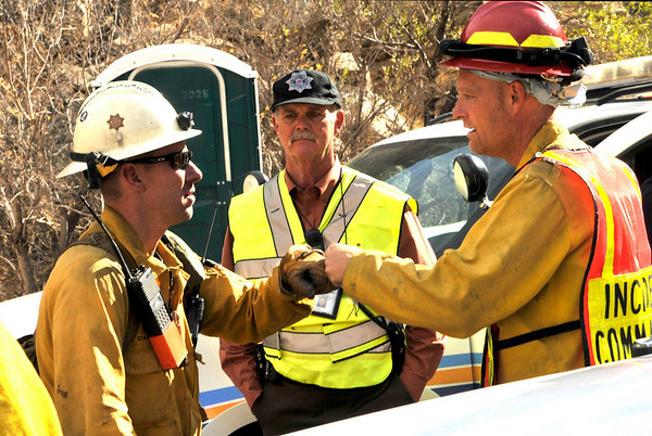 An incident commander wishes a firefighter luck before hiking up to the fire line in Boulder Canyon  on Friday, Oct. 29, 2010.<br /> Cameron Redwine/ Camera