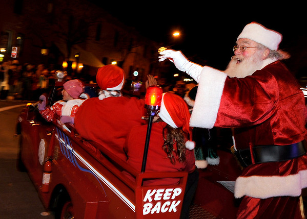 Santa Claus waves to the crowd as he rounds the corner near 9th Street and Walnut on Saturday, Dec. 4, during Boulder's Lights of December Parade in downtown Boulder.<br /> Jeremy Papasso/Camera