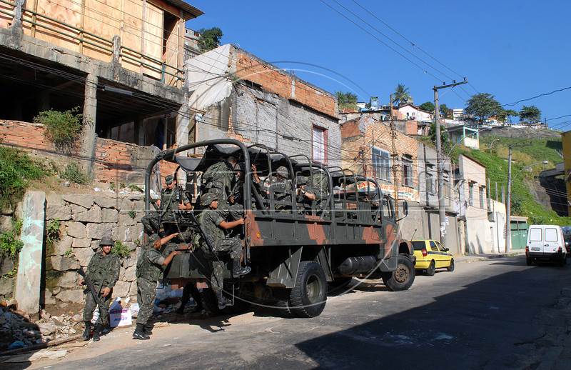 Army soldiers patrol in the Providencia shantytown, Rio de Janeiro, Brazil, June 18, 2008. Police arrested 11 army soldiers who allegedly handed over three men from Providencia shantytown to a drug gang who killed them. (Austral Foto/Renzo Gostoli)