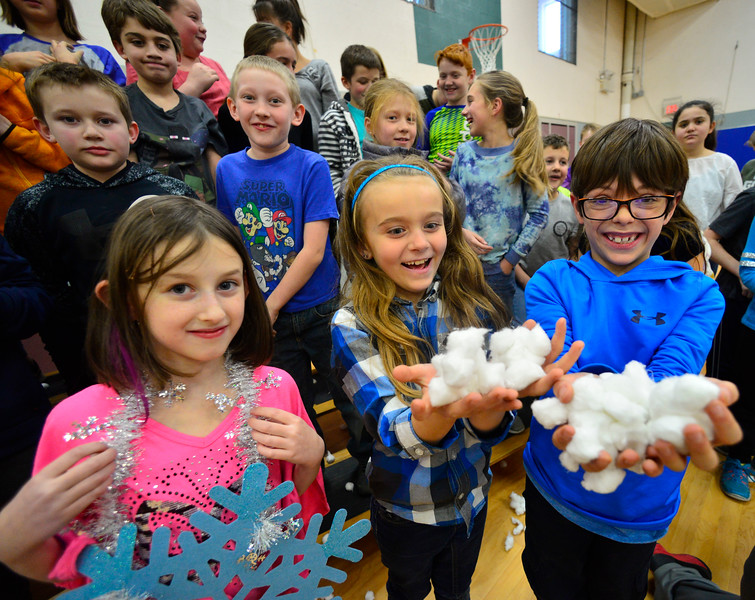 KRISTOPHER RADDER — BRATTLEBORO REFORMER<br /> Students toss cotton balls into the air to simulate snow.