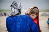 """30032015 Suruc , Turkey. refugiados - Curdistao- campo - Familias curdas aguardam retorno para a cidade Kobane no campo de refugiados """" Sehit Gelhat """" que e mantido pelo partido Curdo na cidade de Suruc na Turquia, Março 30, 2015. (Austral Foto/Alexandro Auler)"""