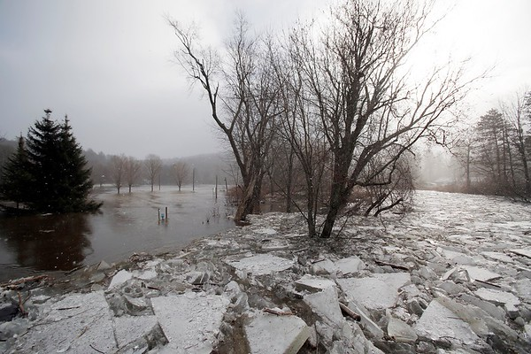Chunks of ice choke Housatonic River in Stockbridge-011318