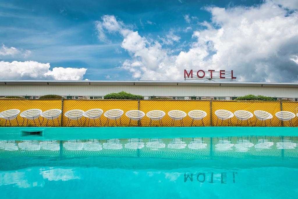 PHOTO OLIVIER PONTBRIAND LA PRESSE. Dans cette photo: Le motel le vieux fanal à Rivière du loup. À la recherche des motels du québec. -30- Référence # 608255  Section: Général