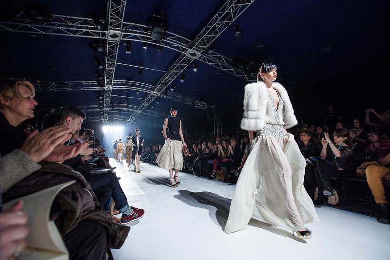 510183<br /> Section vivre<br /> Reportage sur les coulisses de la semaine de la mode de montreal.<br /> Dans cette photo des mannequins defilent pour TAVAN ET MITTO<br /> Photo Olivier PontBriand