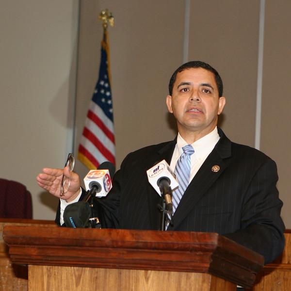 Congressman Henry Cuellar Presents Checks to CDBG Programs
