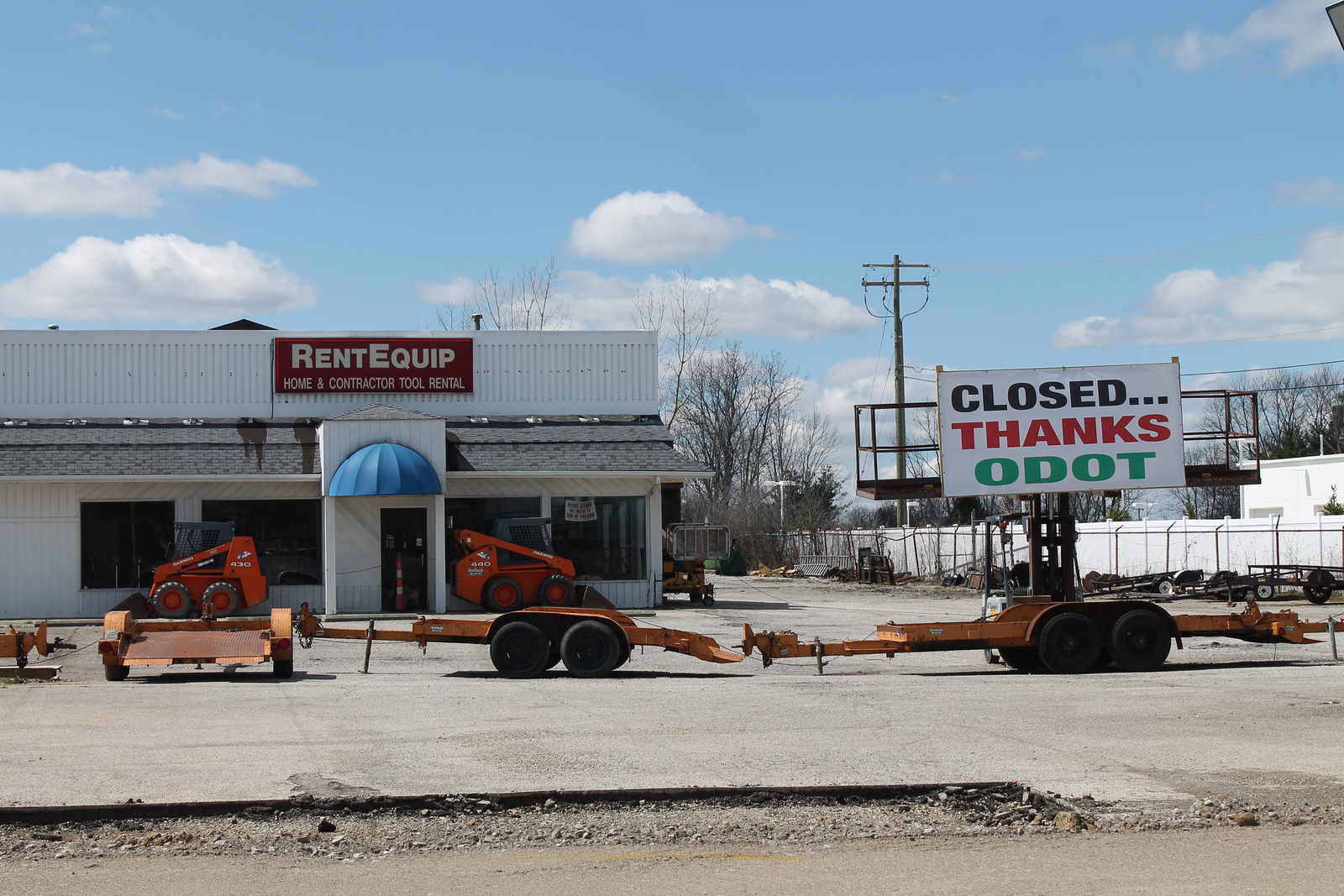 LAWRENCE PANTAGES / GAZETTE A business called RentEquip at 3900 Pearl Road posted a sign in its parking lot showing unhappiness with Ohio Department of Transportation construction work at its front entrance.